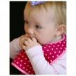BUILT Mess Mate - 2 śliniaki dla dzieci (Baby Pink Mini Dots) BBY-MMBB-BMD