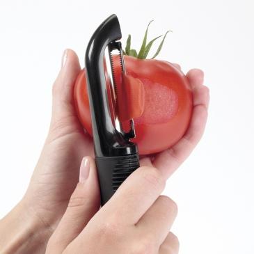 Obieraczka do warzyw i owoców ząbkowana OXO Good Grips czarna