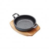 Patelnia 12cm żeliwna mini z deską Kitchen Craft Artesa czarna