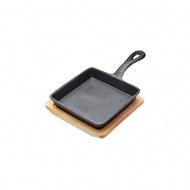 Patelnia 24,5cm żeliwna z deską Kitchen Craft Artesa czarna