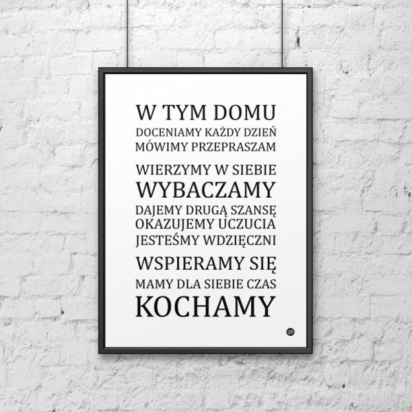 Plakat dekoracyjny 50x70 cm W TYM DOMU... DekoSign biały DS-PL15-0