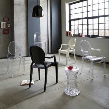 Włoskie krzesło King Bath Louis Ghost transparentne